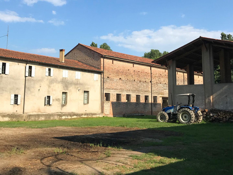 Artfarm Pilastro - silo-dietro